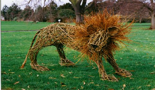 I LOVE this lion. Sure, I'll probably never have one in any garden of mine, but it is so fun!