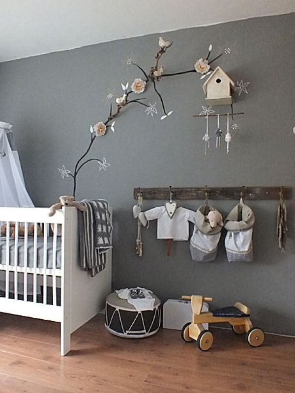 The branch and bird house is such a cute idea. Gonna use this as inspiration and do something in my daughters room!
