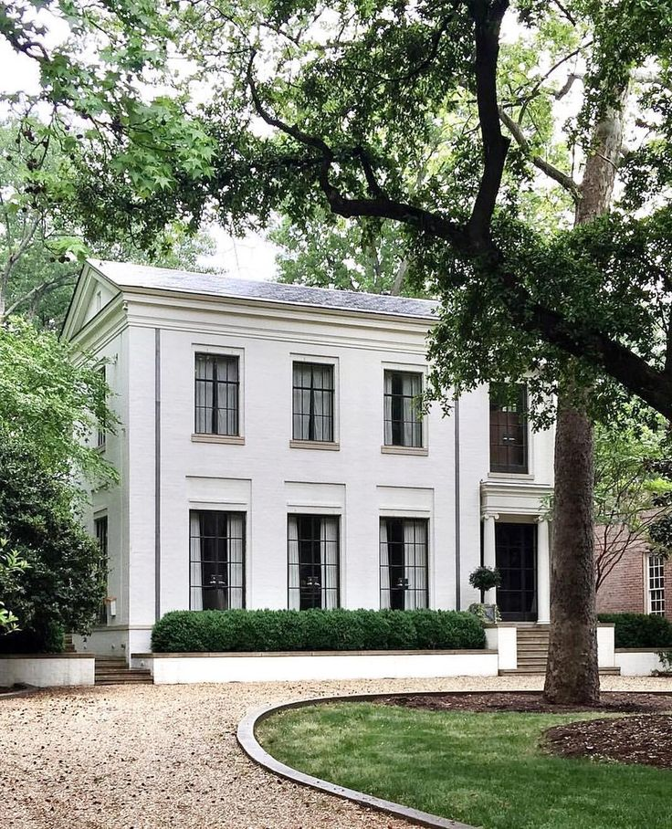 I know we're a little late to the party here but we just discovered the Edward Jenkins house in Charlotte, North Carolina and we've fallen hard ❤️ What a beautiful use of classical architecture. Serious house goals right there! #mondayinspo