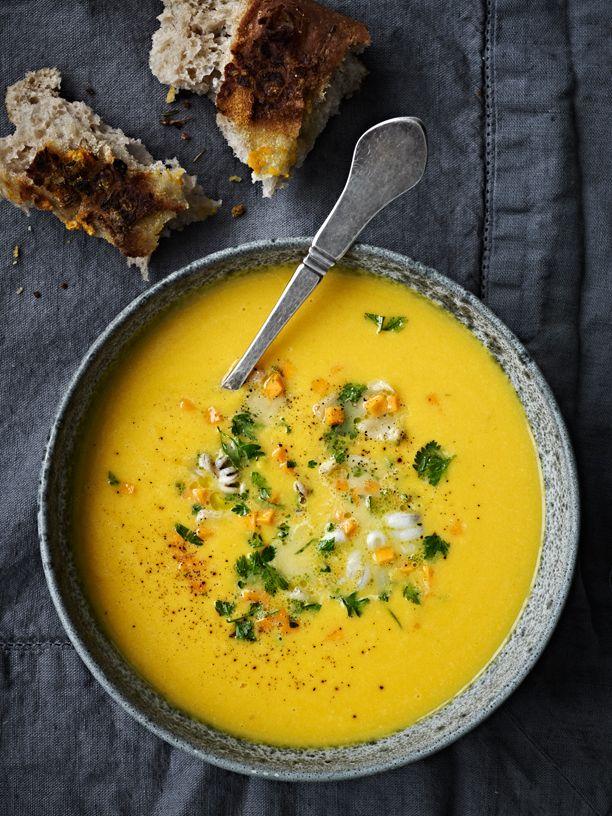 Find den bedste opskrift på suppe lige her, hvor vi har samlet opskrifterne på 10 lækre supper.