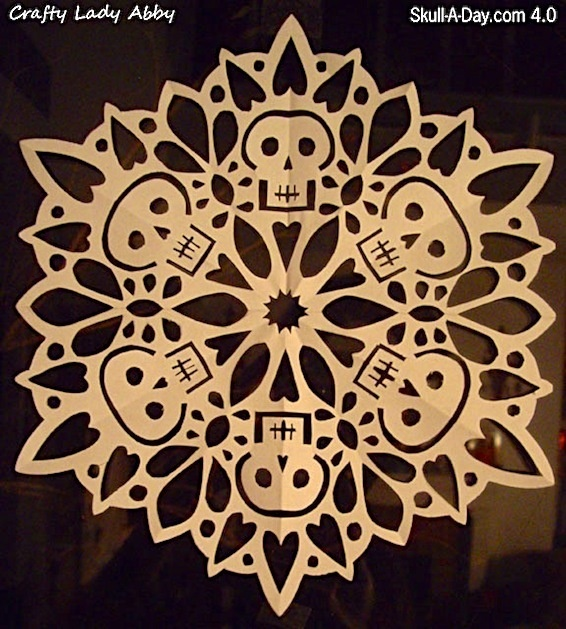Skull snowflake. Instructions at http://craftyladyabby.blogspot.com/2010/12/skull-day-40-tutorial-27-skullflake.html