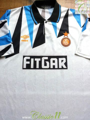 Relive Internazionale's 1991/1992 season with this vintage Umbro away football shirt.