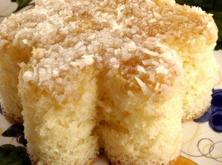 Receita de Bolo Colchão de Coco - bolo do forno e fure-o com um palito ainda quente. Regue com a calda quente e deixe esfriar. Sirva gelado. Em uma panela coloque os ingredientes...