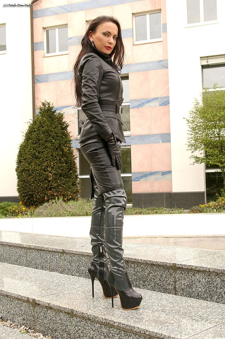 Fetish diva in leather and highboots 3