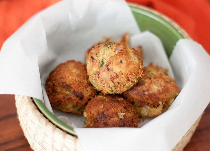 Malai Chickpea Kebab Recipe is a soft and crispy coated dumplings made from a smooth chickpea paste that is flavored along with fresh coriander leaves garlic and hint lemon juice. These are then shallow fried using a paniyaram pan.  Chickpeas one of the special legume which has got its popularity all over the world it is consumed as a dip or in a curry and even as a salad in a variety of Cuisines. The legume is known for its Key vitamins and minerals. It is also diabetic friendly and…