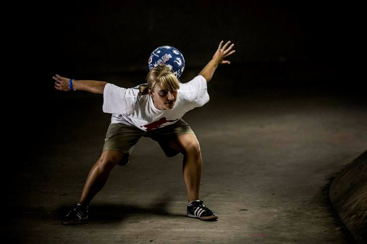 Female football trickster http://streets-united.com/blog/female-football-tricks-juggler/