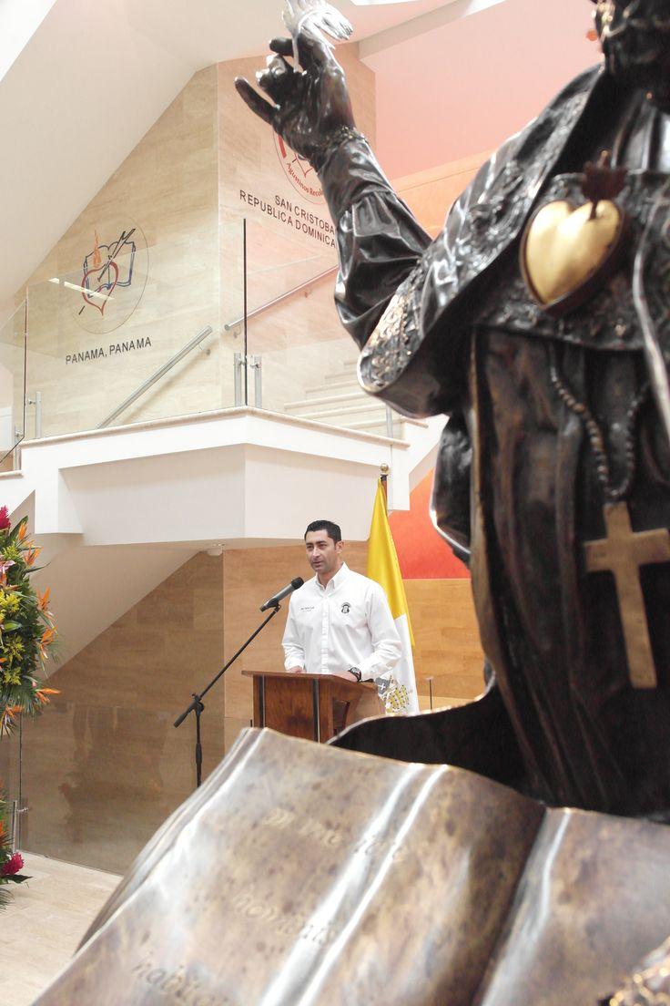 Otto Pérez Leal y su esposa Stella Alonzo, en la Inauguración del Colegio Agustiniano, zona 4