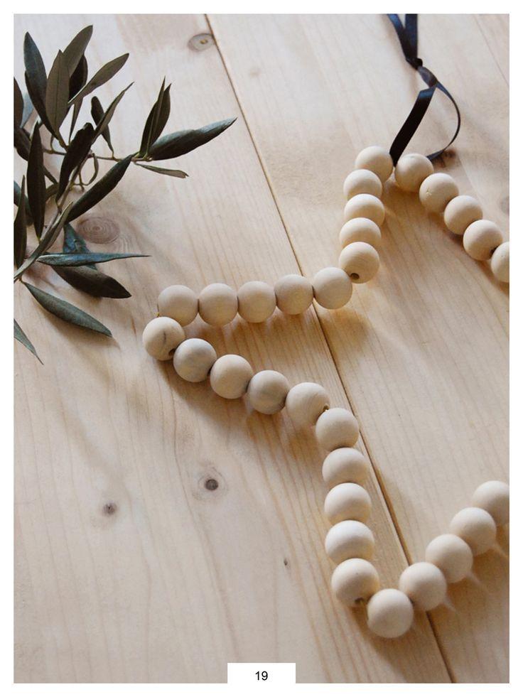 Une étoile de Noël DIY en perles de bois – #bois…