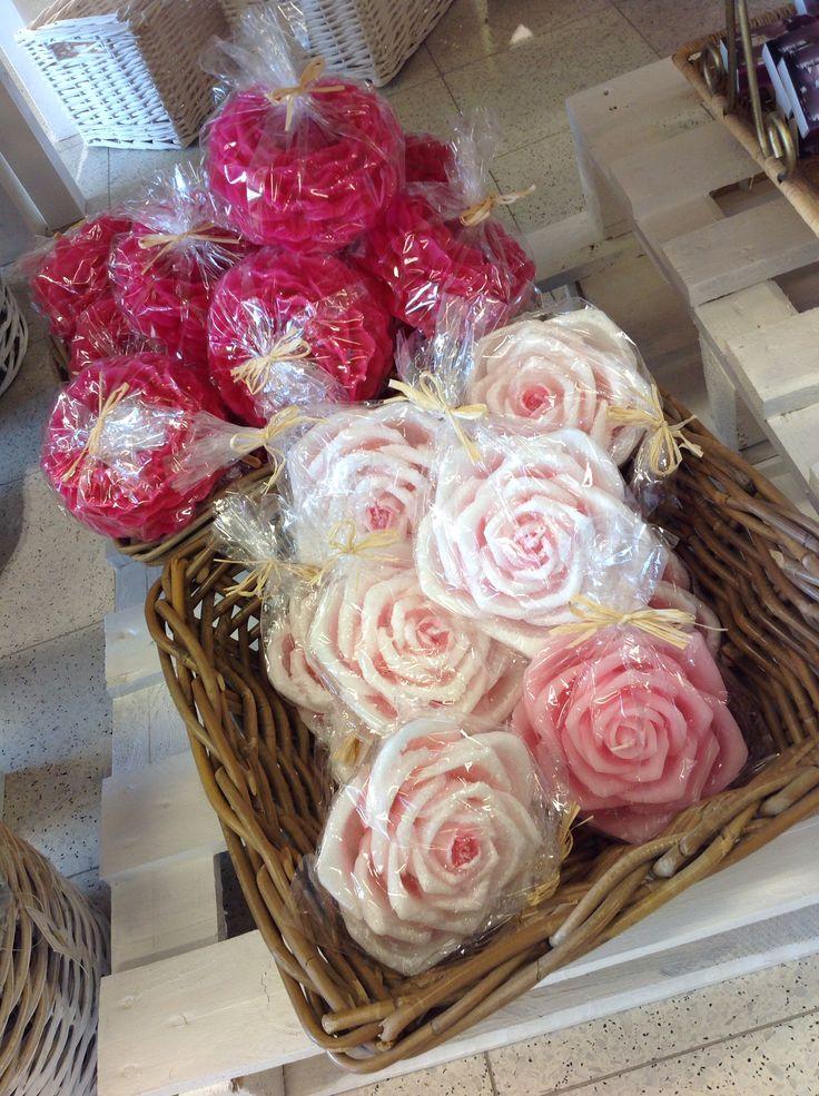 Kauniit ruusukynttilät itselle tai lahjaksi!