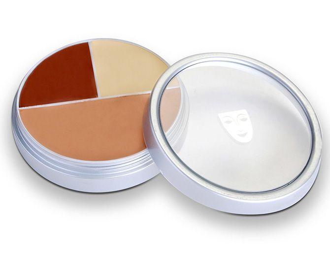 A Combifoundation da Kryolan é uma base com 3 tons de cor, pra você misturar até achar o tom ideal pra cada parte do rosto (R$ 337)