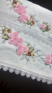 LOY HANDCRAFTS, TOWELS EMBROYDERED WITH SATIN RIBBON ROSES: Conjunto banho e rosto Karsten