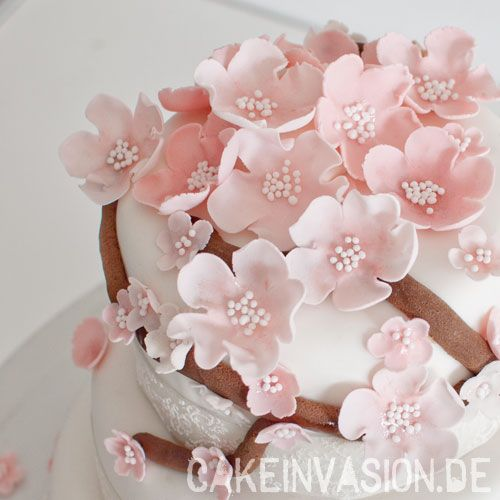 Kirschblüten aus Blütenpaste