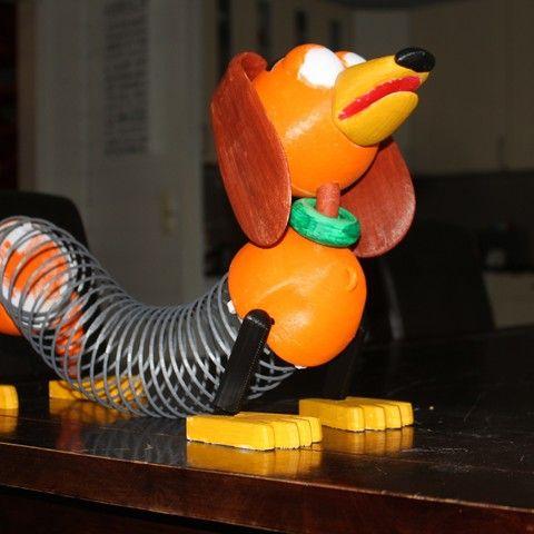 Free Slinky (Toy Story) STL model, Gunnarf1986  • Download on https://cults3d.com • #3Dprinting #3Dprint #3Ddesign #STLmodel #3Dmodel #3Dprinter #Impression3D #Imprimante3D #Fichier3D #Design #3Dmodeling #3D