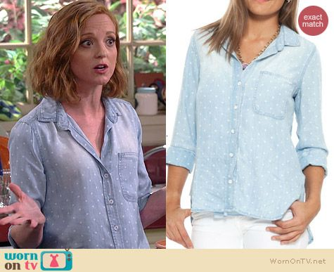 Debbie's polka dot chambray shirt on The Millers.  Outfit Details: http://wornontv.net/39254/ #TheMillers