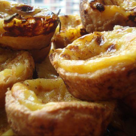 PASTEL DE BELEN ( NATAS PORTUGUESAS ) Vous pouvez acheter les moules pour réaliser ces pâtisseries sur la boutique en ligne www.portugalinbox.com