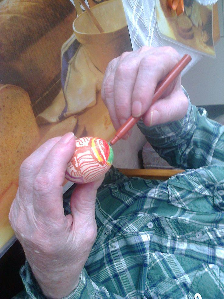 Kananmunia voi myös maalata näin pääsiäisen kunniaksi!
