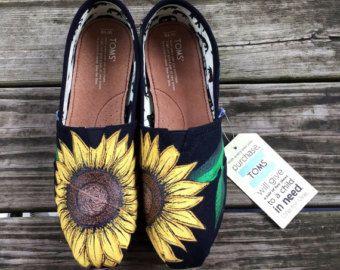 Zapatos personalizados pintados a mano por EtsyByVeasey en Etsy
