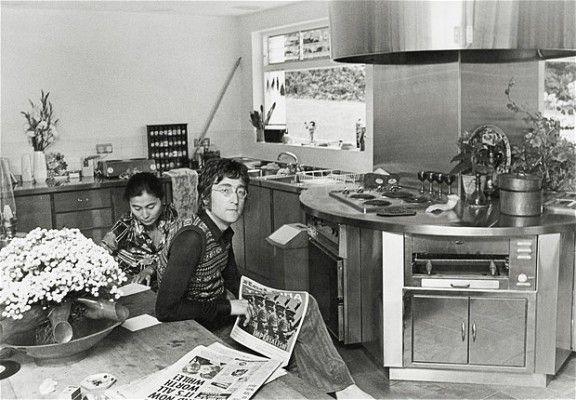 Rarely Seen Images Of John Lennon Relaxing At Home With Yoko Ono Yoko Ono John Lennon John Lennon Yoko Ono
