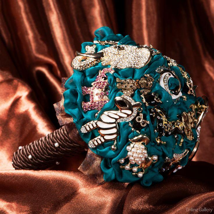 Buchet de #mireasa din brose – #handmade #bride #accessories #brooch #bouquet
