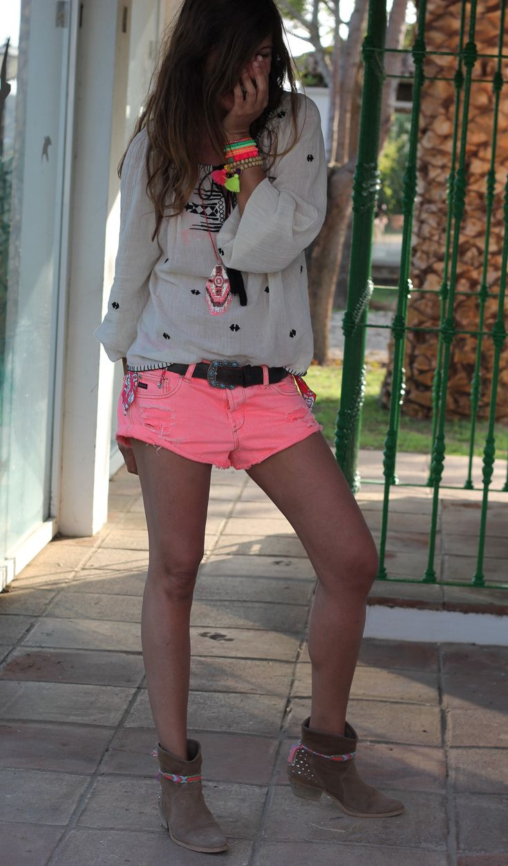 Short + Sudadera + #botines http://www.spartoo.es/Botines-Low-boots-mujer-st-10217-10127-0.php