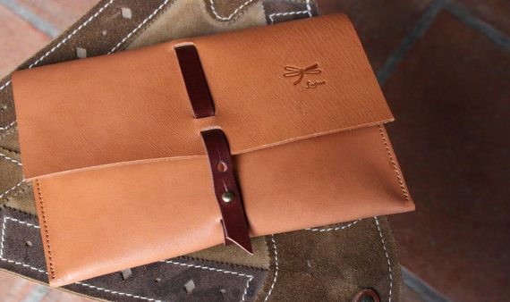 Handmade Leather Clutch.The best leather and Ludena por Ludena