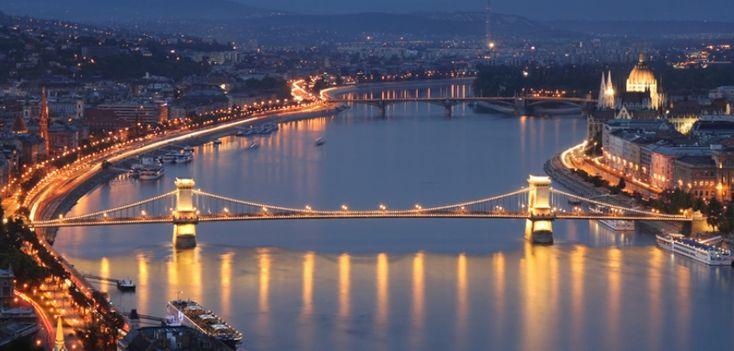 ¡No dejes de viajar!  ¿Te apetece conocer Budapest?   Una de las ciudades más hermosas por las que pasa el Danubio.  Disfruta del magnífico paisaje desde el parque Normafa o fotografía las vistas desde alguno de los numerosos puentes que cruzan el río... ¡Vive unos días mágicos!  Información y reservas siguiendo nuestro enlace  http://j.mp/1k3tRDK