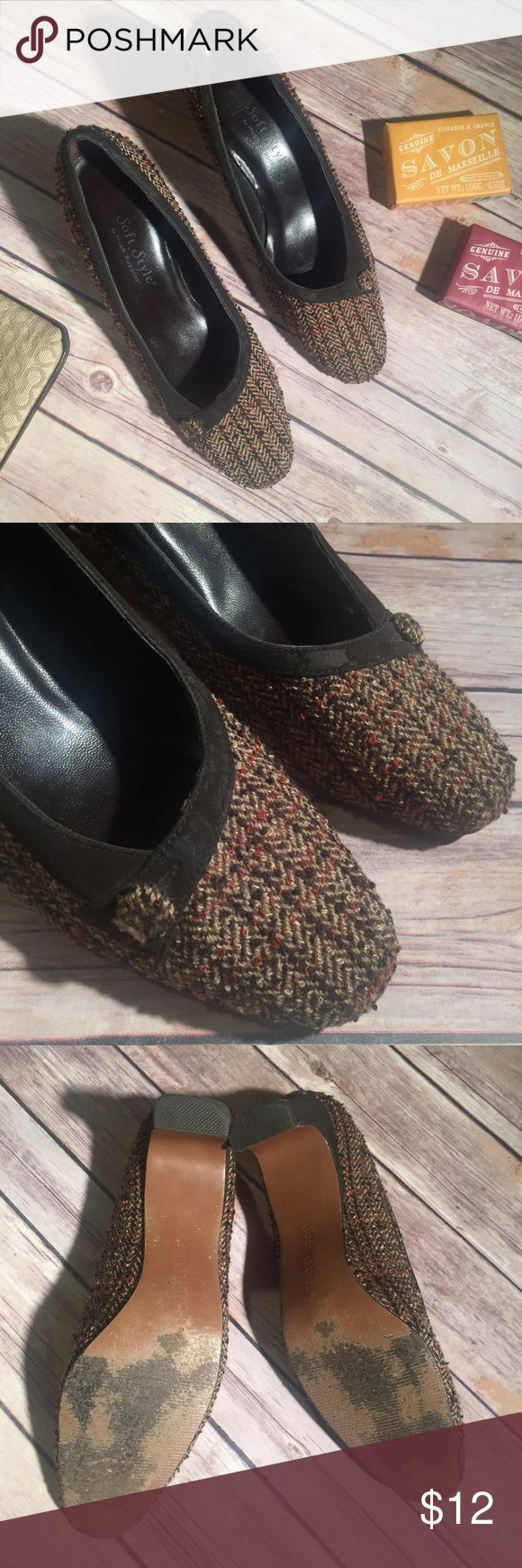 """HUSH PUPPIES Soft Style heels Tweed and leather 2"""" heel. Fits more like a 7 narrow or 6.5. Scuffs on leather and soles, but still look tailored, tidy and perfect for work! Hush Puppies Shoes Heels"""