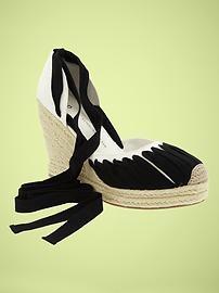 Women's Clothing: Women's Clothing: Black, White & Beachy | Gap: Shoes Women, Woman Shoes, Wedges Shoes, Black White, Women Shoes, Woman Clothing, Converse Shoes, Conver Shoes, Women Clothing