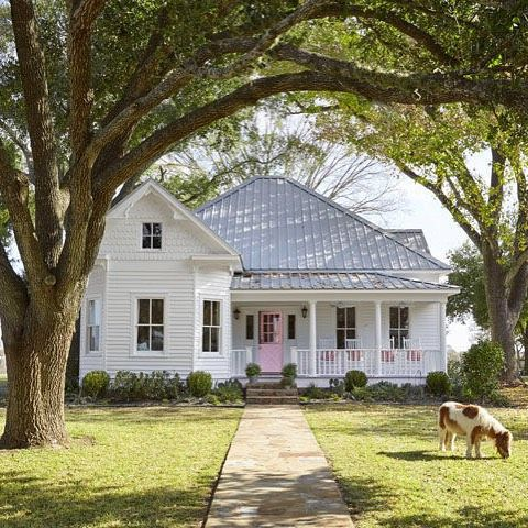 If we know one thing for sure, it's that you love a white #farmhouse! Share your favorite exterior shots with #CLwhitefarmhouse
