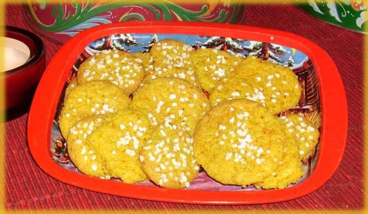 """Enkla """"småkakor"""" med saffran.  En variant från vanliga snittar där cacao har bytts ut mot saffran."""