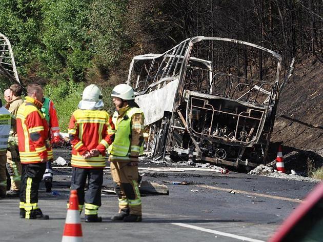 Der Bus brannte vollständig aus - 18 Menschen starben, 30 konnten sich retten
