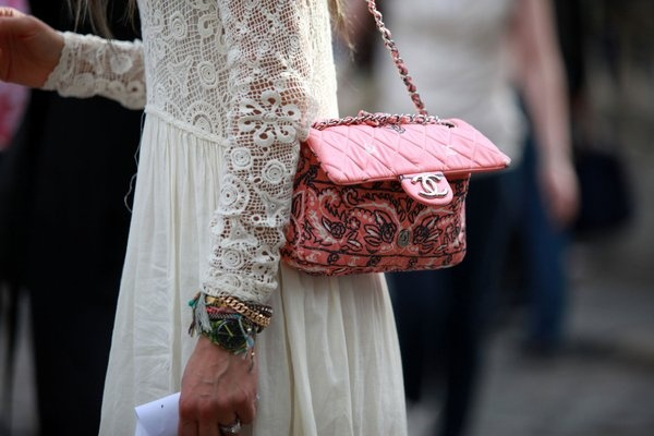 #streetstyle: Chanel Handbags, Chanel Bags, Street Snap, Bloggers Chicstreetstyl, Street Styles, Street Style London, Pink Chanel, Fashion Bloggers, London Fashion Weeks