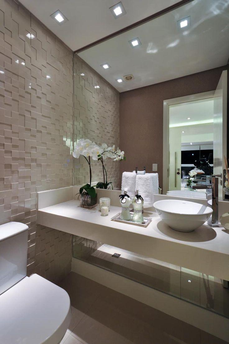 Iluminação de destaque em apartamento no litoral paulista : Banheiros clássicos por Guido Iluminação e Design