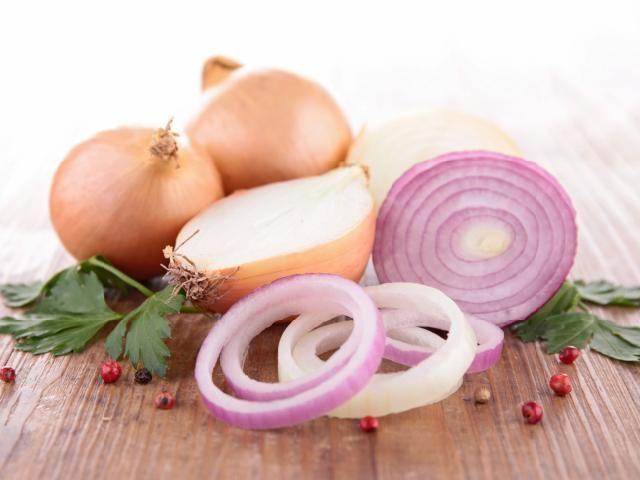 Konfitura z czerwonej cebuli: pyszny dodatek do mięs [przepis]