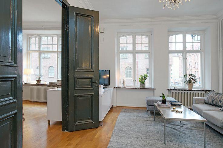 Vanhat ovet ovat kyllä aarteita, pariovet erityisesti. Jos etsit omia, tule katsomaan meiltä: www.metsankylannavetta.fi