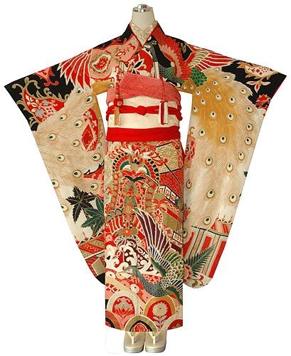 Uchikake im Pfauendesign und OHNE wattierten Saum! // Uchikake with peacock-design and WITHOUT padded hem!