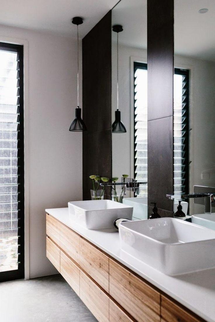 meuble double vasque en bois naturel de design épuré avec rangement