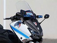 #YAMAHA #ヤマハ La brigade motocycliste de la Police municipale de Saint-Laurent-du-Var (06) vient de prendre possession de deux maxi-scooters Yamaha Tmax 530 (lire notre Essai comparatif Tmax 530 2012 Vs Tmax 500 2011 ), repeints aux couleurs des forces de l'ordre avec sirène et gyrophare !