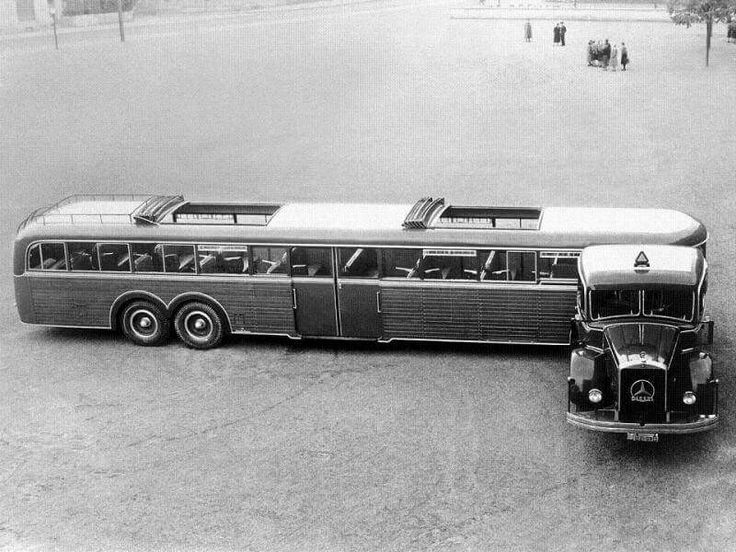 Mercedes Benz.Trailer Bus Does this count as an articulated bus?