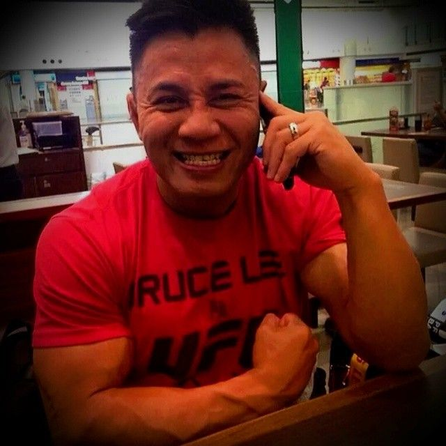 @realfuel Athlete Cung Le looking lean and mean in his Bruce Lee @ufc T-Shirt!!! #TrainingCamp #EatClean #WorkHard #RealFuel #TeamCungLe #TeamRealFuel #MealPrepMonster #MealPrep #CleanEating #UFC #HeadLiner #USH #Warrior #CungLeVsMichaelBisping @cungle185 @cyberbodyshop