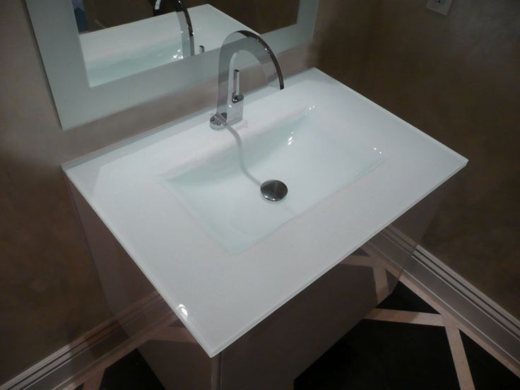 Merveilleux Backpainted Integrated Glass Sink Shown In Ultra Clear Glass, Backpainted  White (IS12) #