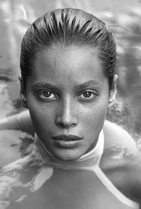 1988. Los Angeles. Model Christy Turlington. Photo by Herb Ritts (B1952-D2002)