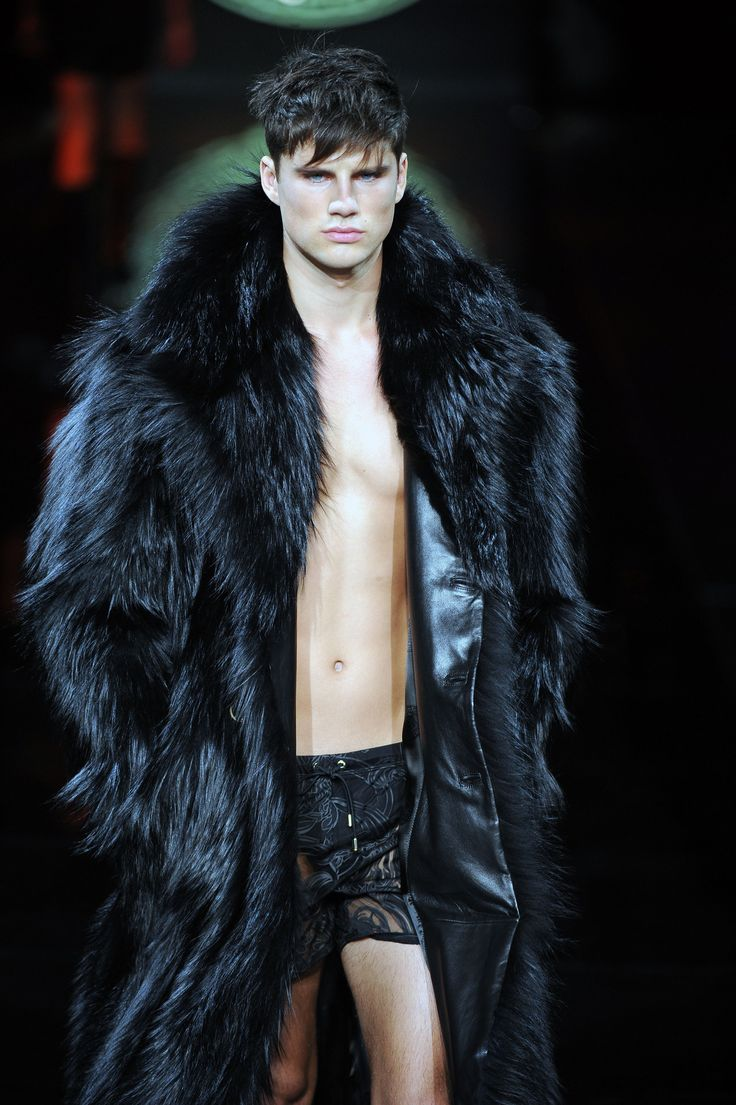 Versace Men's Fall/Winter '13-'14. I want this coat!!!! And the model ;)