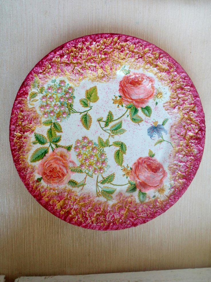 Декоративная тарелка из комплекта ,,Розовые розы,