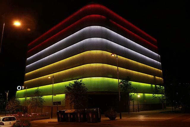 La Biblioteca (CRAI) de la Universidad de Deusto, iluminada de forma especial para la Noche Blanca.