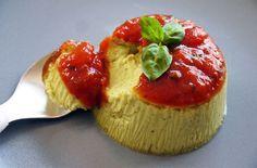 Budino di grana padano - Il budino di grana padano è un antipasto elegante adatto per iniziare una cena di festa. La ricetta è facile, gustosa e si prepara il giorno prima - Parliamo di Cucina