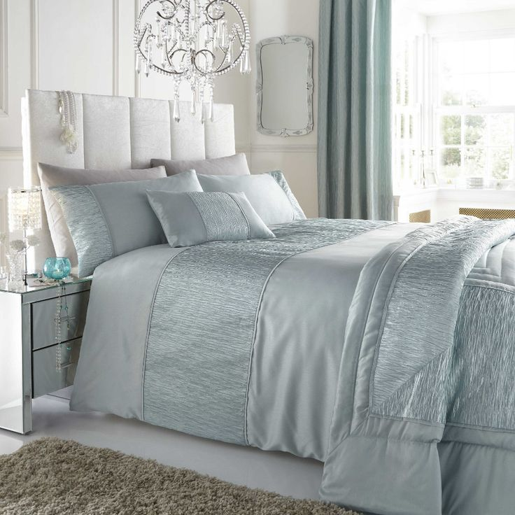 \just a lil bit of darker blue and the pillows and bed would b so chic!