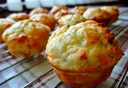 Cheese muffins recipe http://veu.sk/index.php/chutne-recepty/32-syrove-muffiny.html #cheese #muffins #recipe