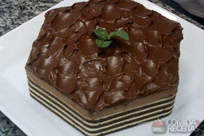 Receita de Torta mousse de chocolate com pão de ló em receitas de tortas doces, veja essa e outras receitas aqui!
