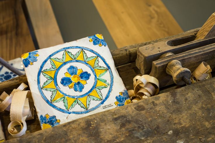Hand made tile, signed by Nicolò Giuliano.